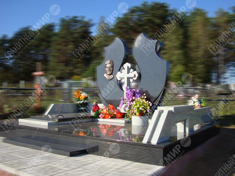 Мемориальный комплекс с крестом Таганская Памятник Роза из двух видов гранита Сычевка